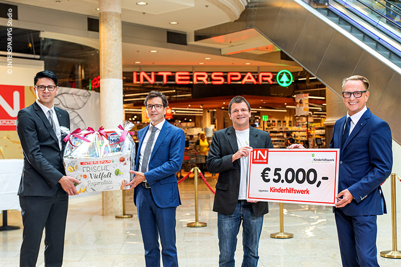 INTERSPAR spendet 5.000 € an das Kinderhilfswerk