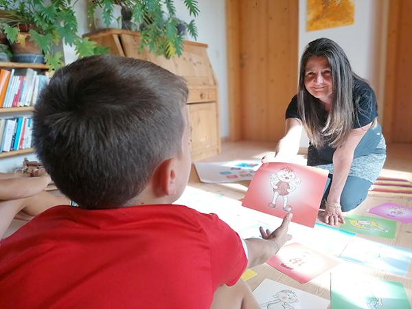 Michaela Datscher  und Kind Rückenansicht